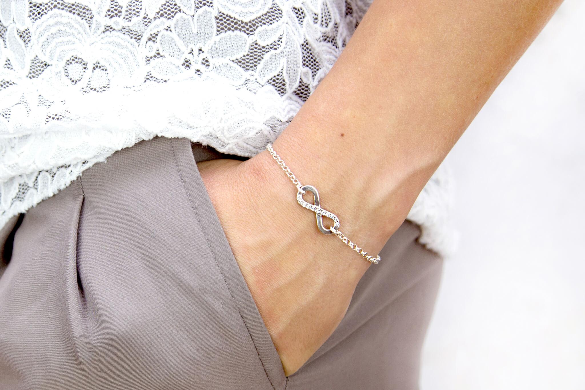 bransoletka srebrna z nieskończonością