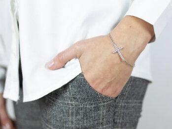 Bransoletka srebrna krzyżyk z kryształkami