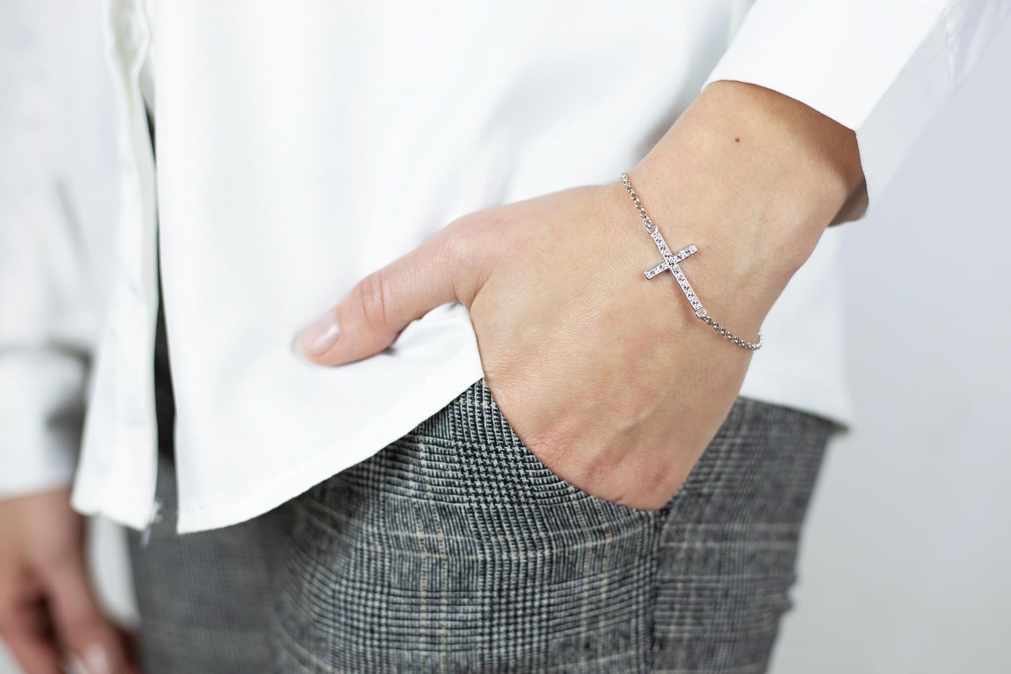bransoletka srebrna z krzyżykiem