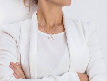 srebrny naszyjnik nowoczesny