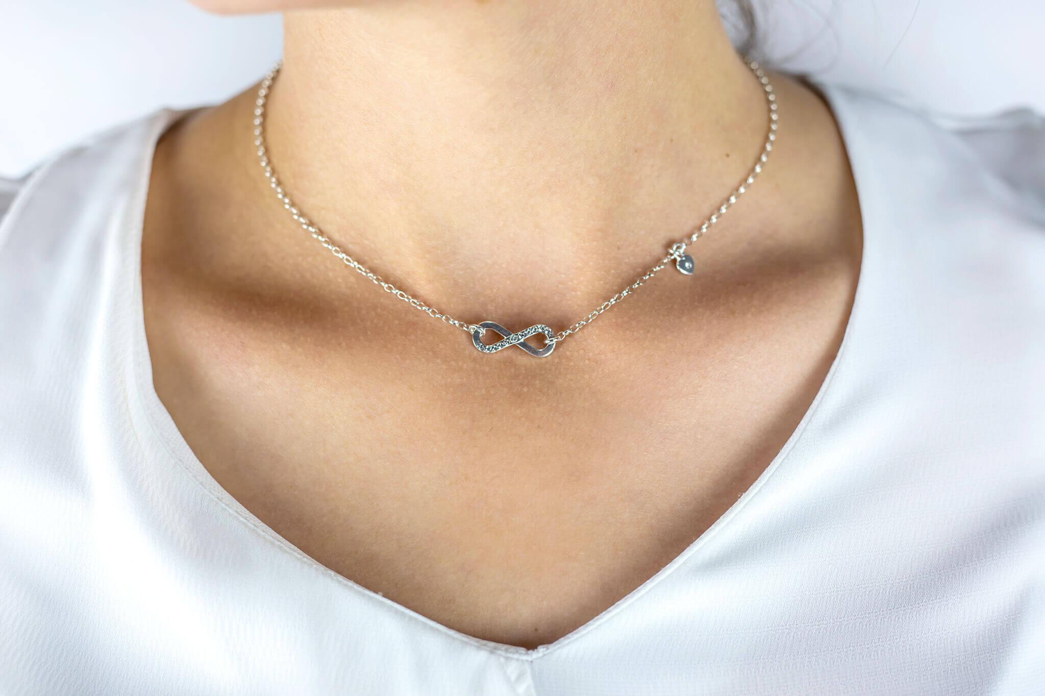 srebrny naszyjnik z nieskończonością
